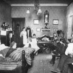 ADN-ZB/Archiv Wohnungselend in Deutschland um 1919 In dieser Wohnung, die aus einer Stube und Küche bestand, lebten 11 Personen.
